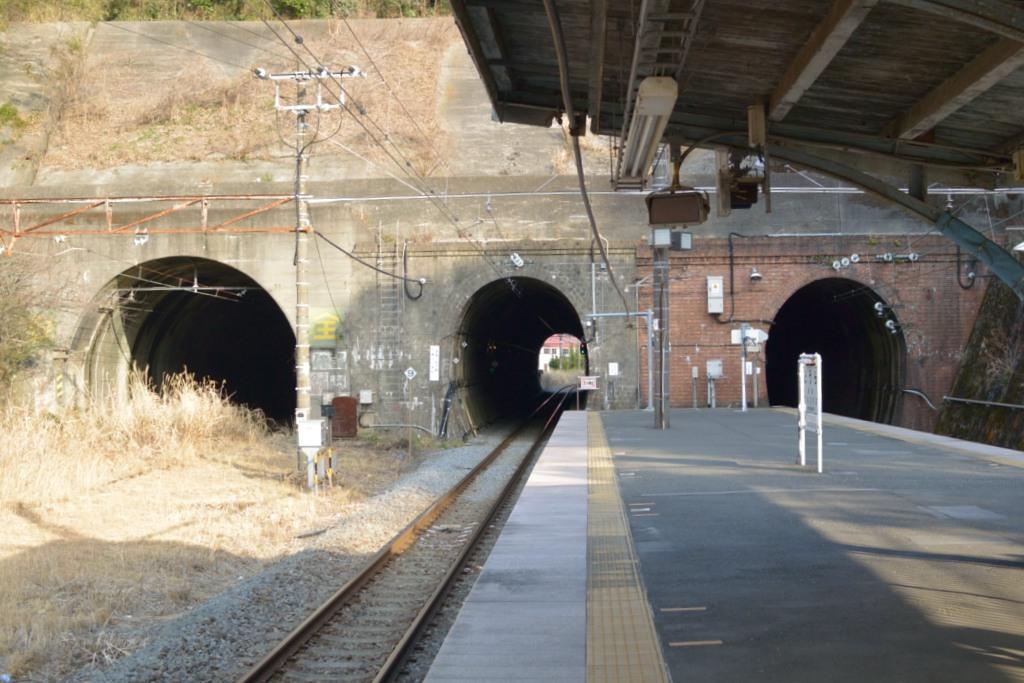 トンネルが3つも開いている