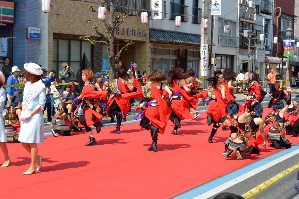 踊りのパレード