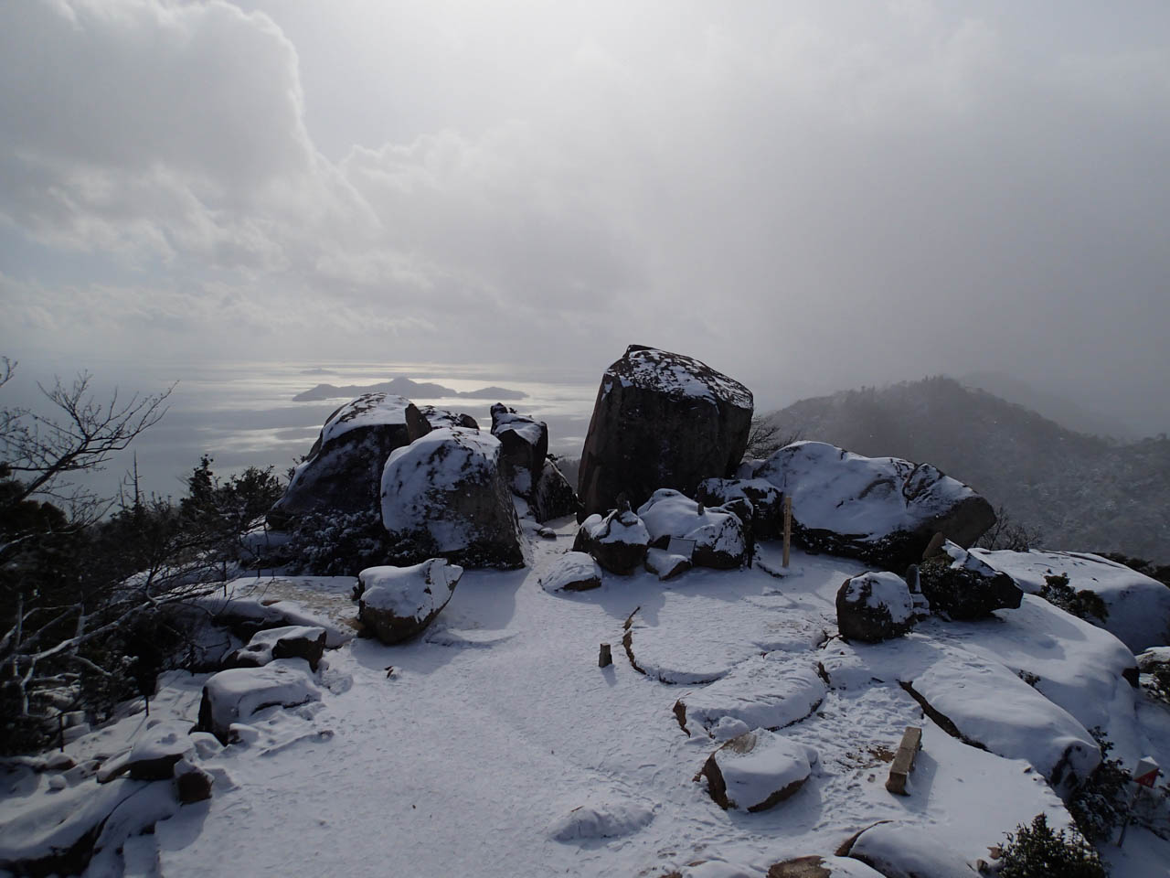 展望台から見る山頂