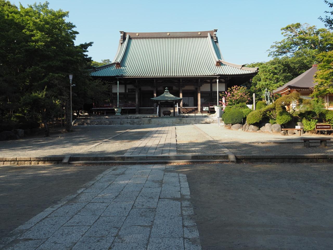 遊行寺の境内