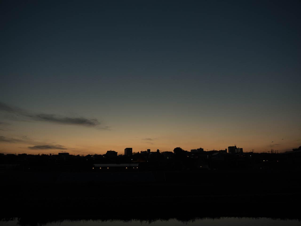 夕闇が広がっていた
