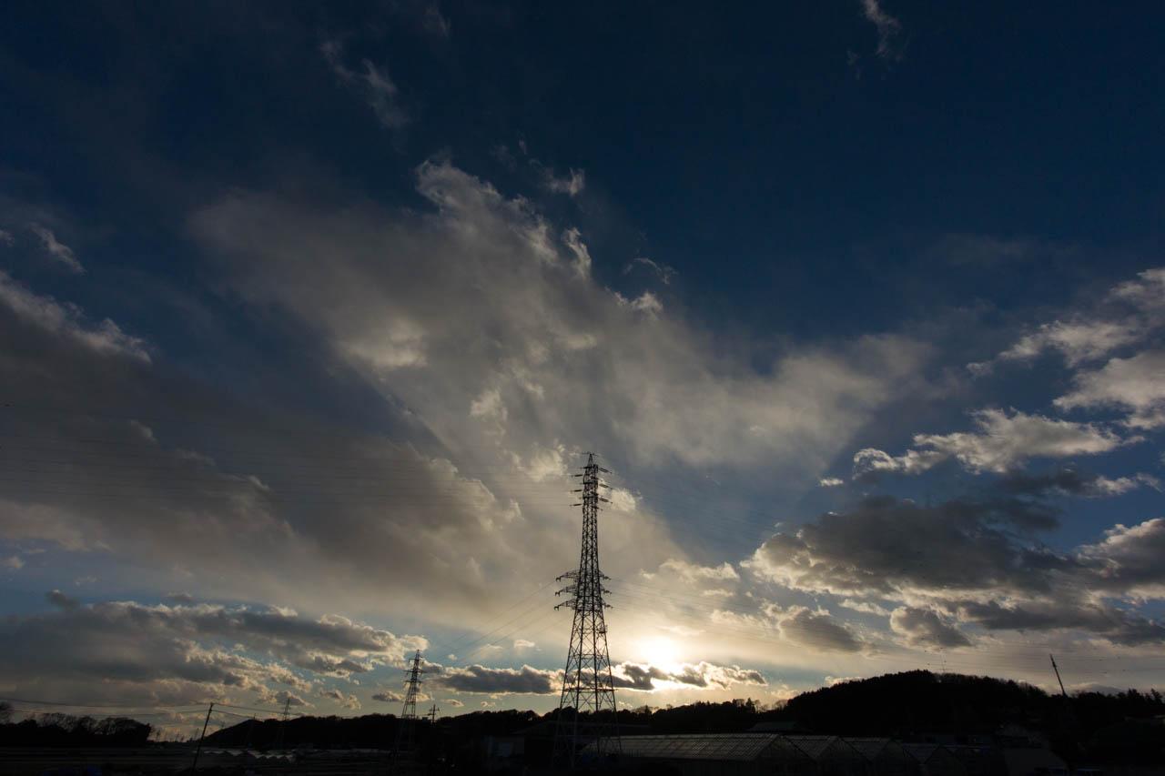 雲が空に影を投げ