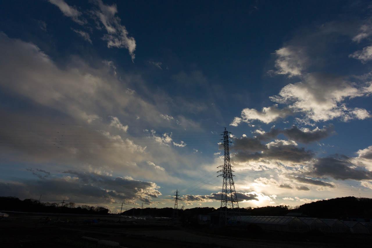 陽が雲に飲まれると