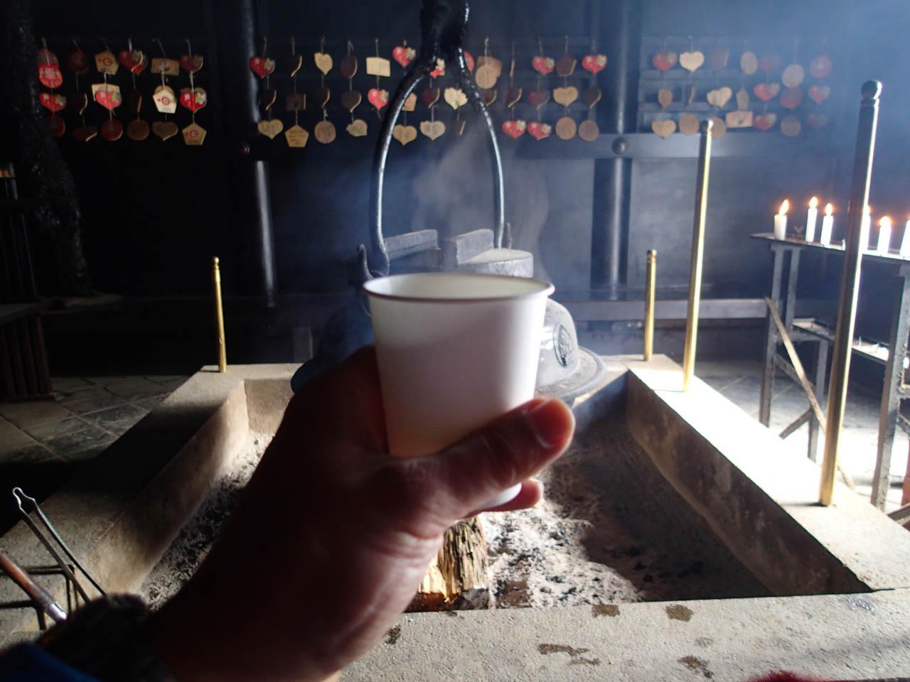 消えずの火で沸かした白湯