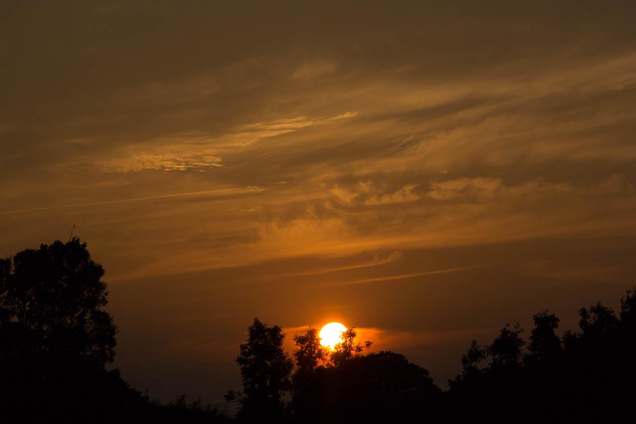 陽が静かに落ちていった
