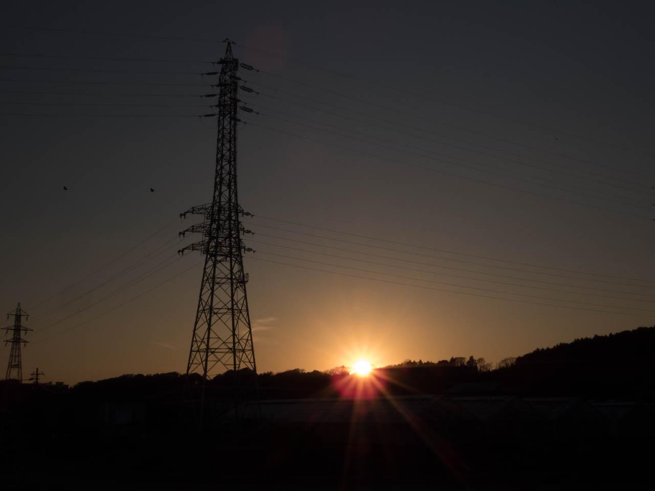 鉄塔ポイント越しの夕日