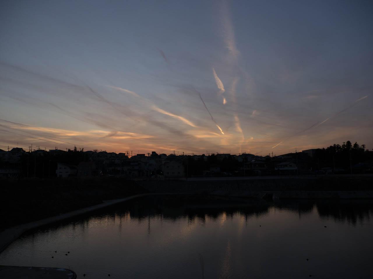 湘南台の空が映る