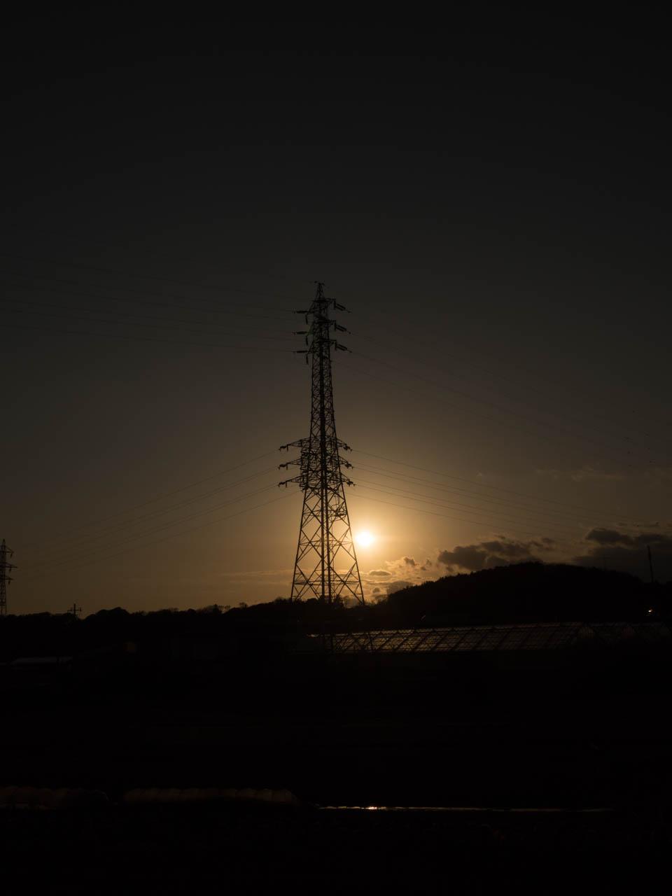 鉄塔ポイントに沈む夕日