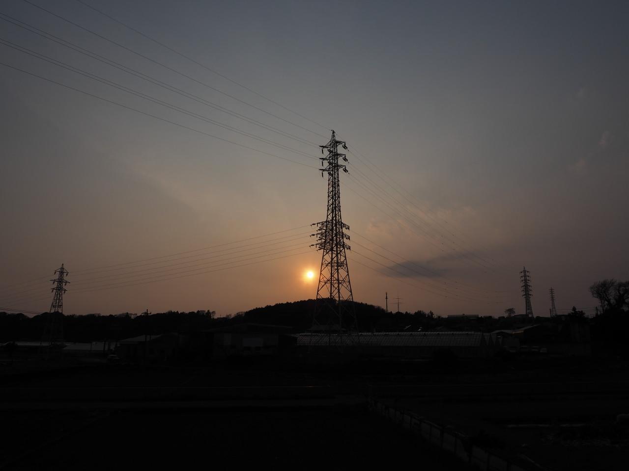 鉄塔ポイントではかろうじて日没を拝める