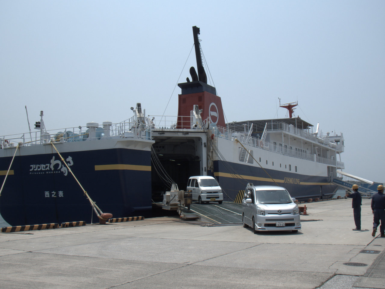 船は結構大きい外洋フェリー